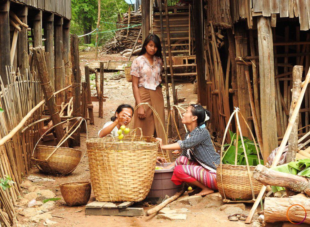 inle lake_mango sellers