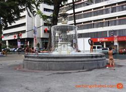 Philippines_manila_fountain_kid