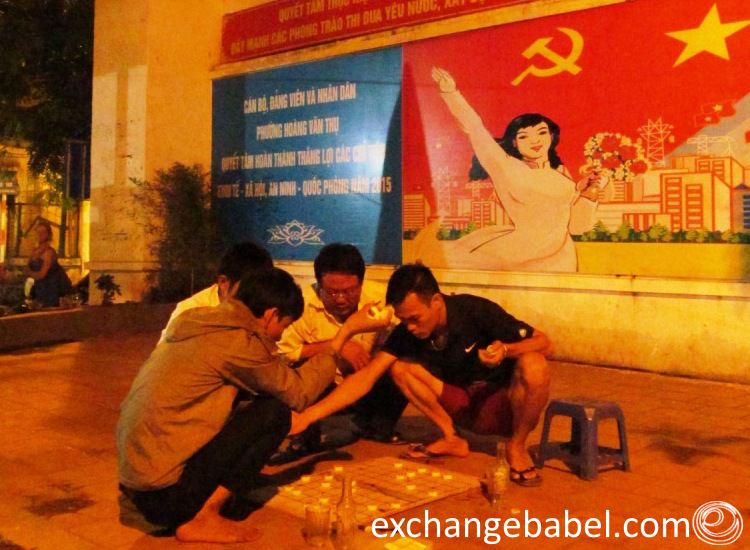 vietnam_hanoi_playing _checkers_comunism