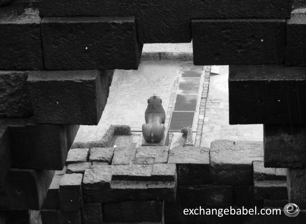 lion_statue_Borobudur_java_indonesia