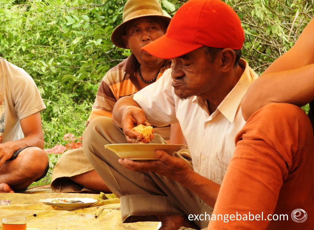 eating_tradition_sumatra_indonesia