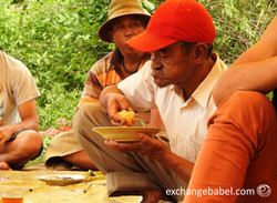 eating_tradition_sumatra_indonesia
