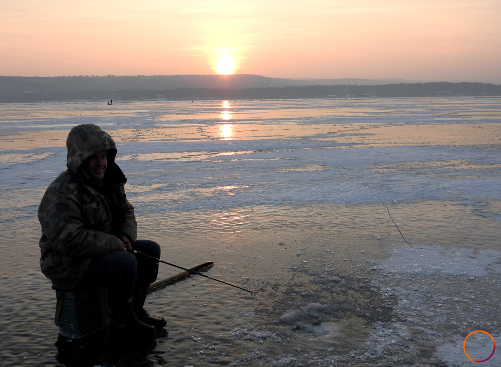 Sireti_fishing_on_frozen_lake