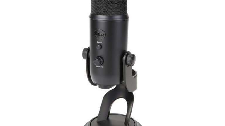 Blue Yeti USB Mic for Recording & Streaming on PC and Mac, 3 Condenser Capsules.