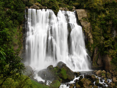 Thinking about waterfall pictures in your walls? / Pensando em quadros de cachoeira em suas paredes?