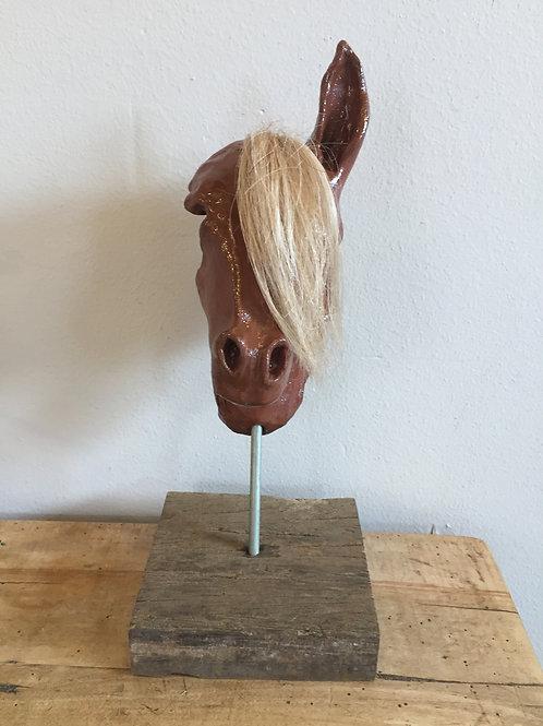 Opengewerkt paardenhoofd met echt haar