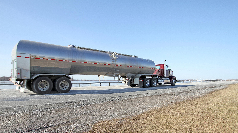 Semi Truck Oil : Perman oil truck