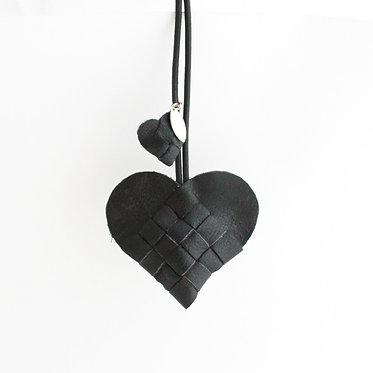 Secret Heart i sort skind.