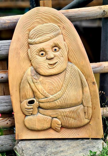 Nain de jardin sculpté en bois