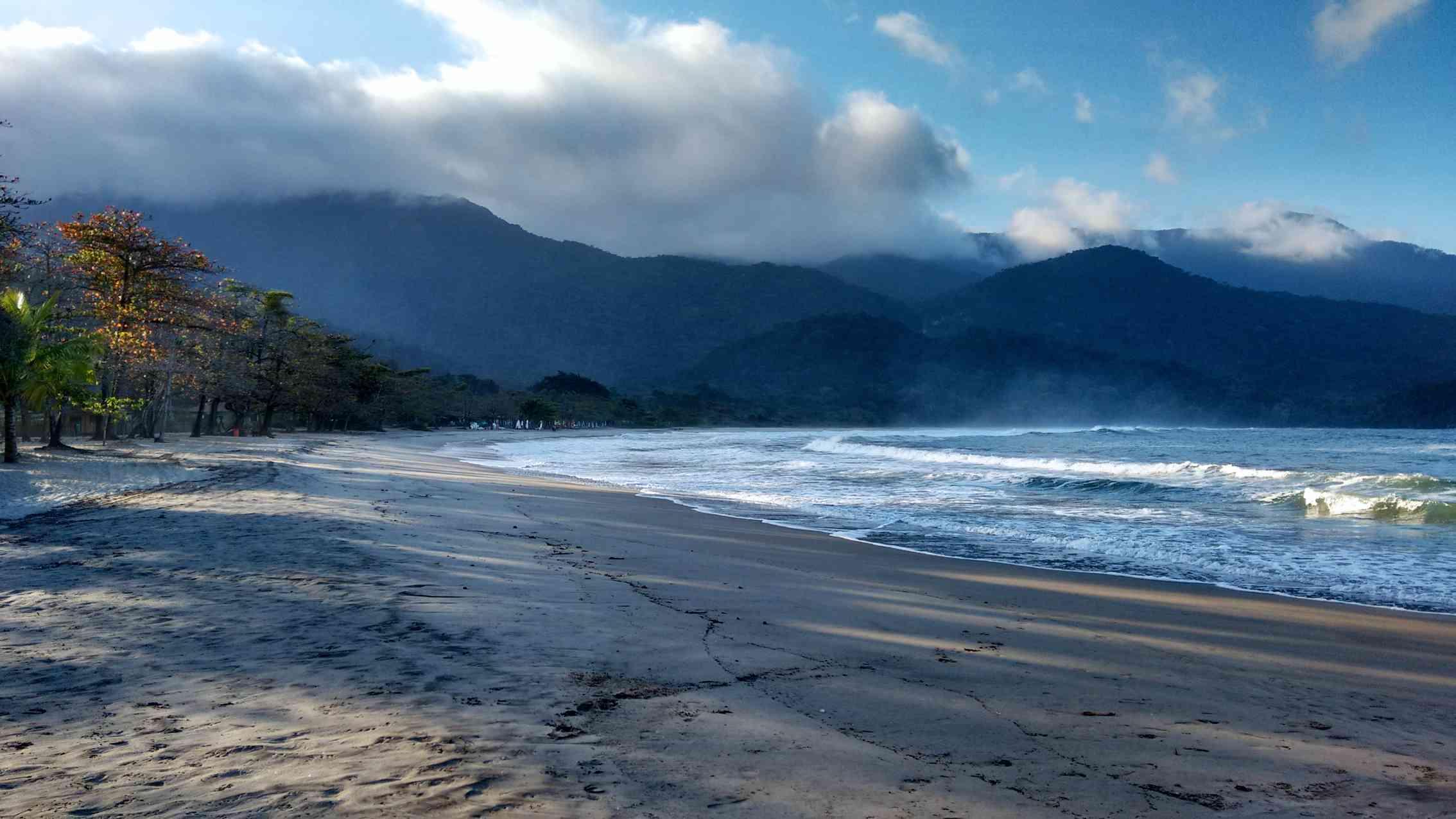 Passeios em Ilhabela praia de castelhanos (2).jpg