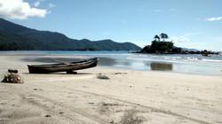 Passeios em Ilhabela canoa.jpg