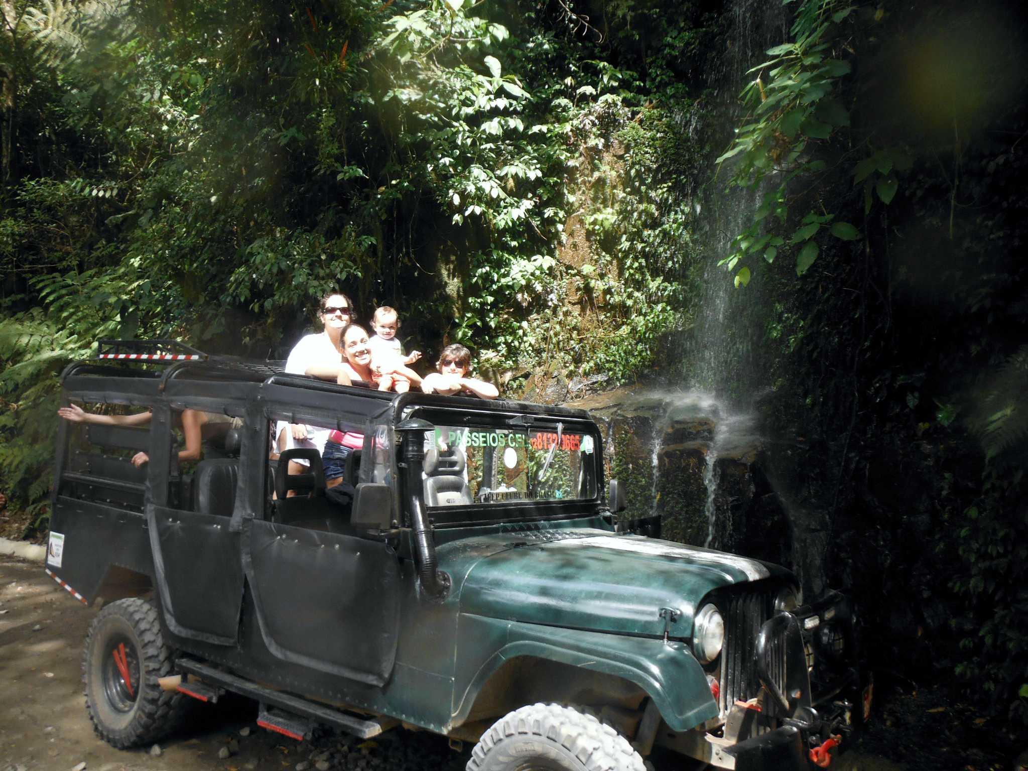 Passeio em Ilhabela chuveirinho.jpg