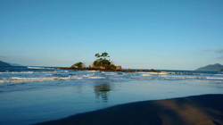 Passeio em Ilhabela ilhote da lagoa.jpg