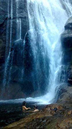Passeio em Ilhabela cachoeira do gato.jpg
