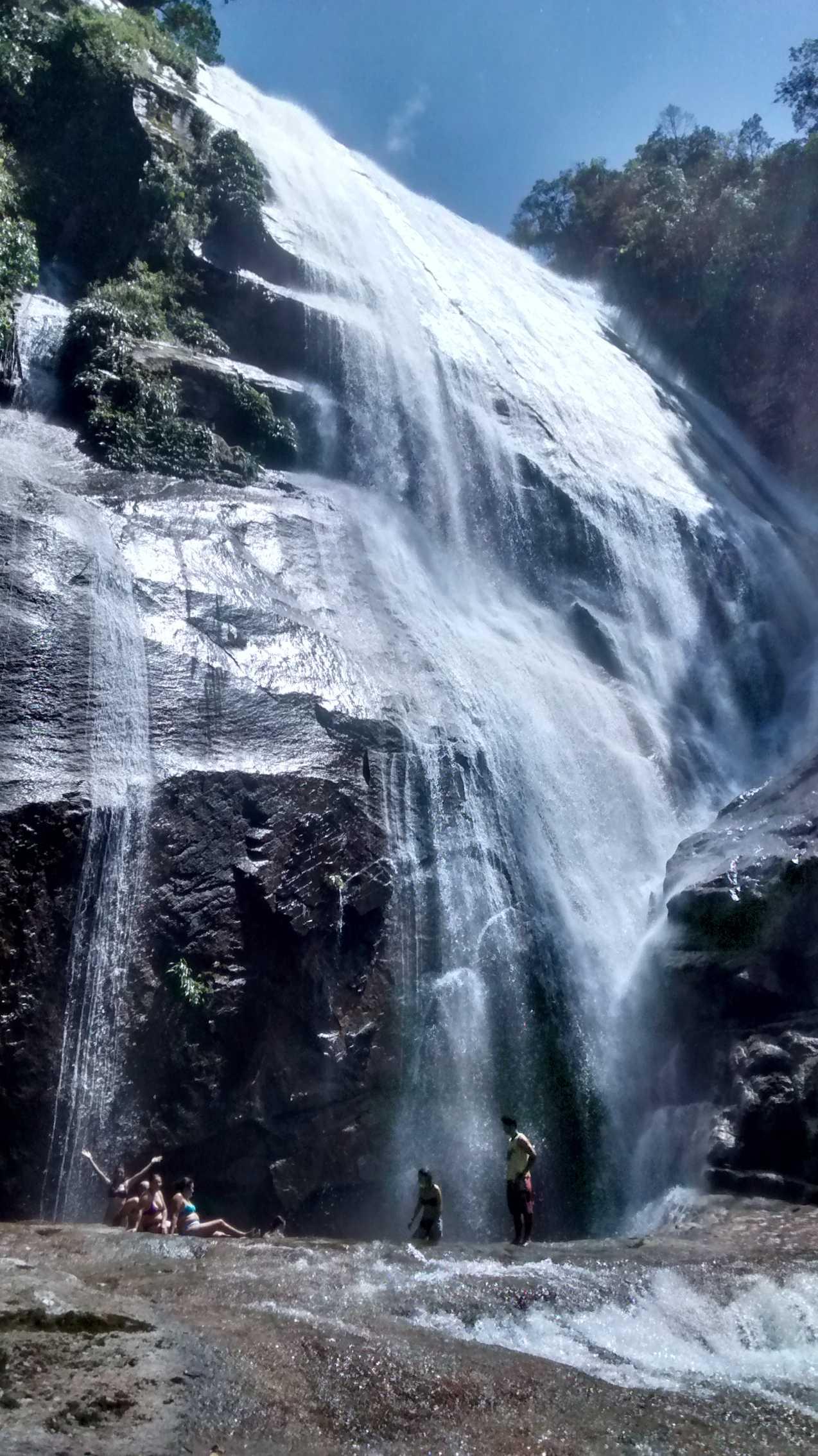 Passeio em Ilhabela cachoeira do gato (2).jpg