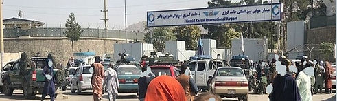 Crowds_in_front_of_Kabul_International_Airport_(cropped)2.jpg
