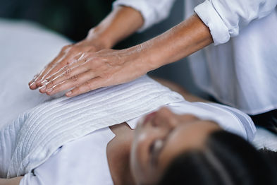 reiki-healing-treatment-PBYRAWL.jpg