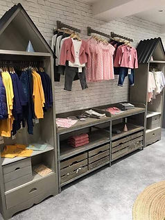 Merchandising and display into the shop