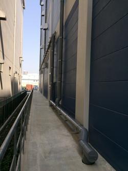 竪樋 横引き