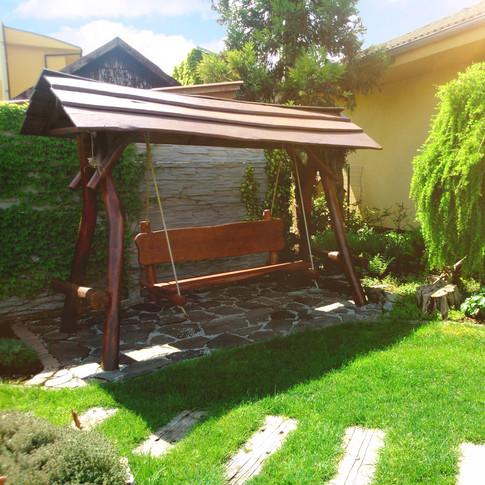 Drobná záhradná architektúra