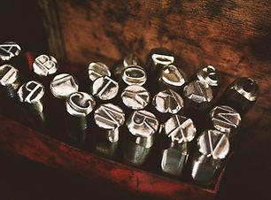 lettere metalliche