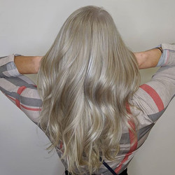 Cool dimensional blonde that give you th