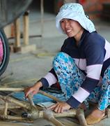 Mitarbeiterin im Bambusfahrrad-Workshop
