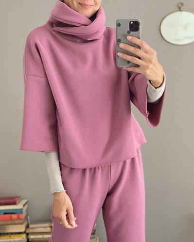 Cropped sweatshirt with turtleneck