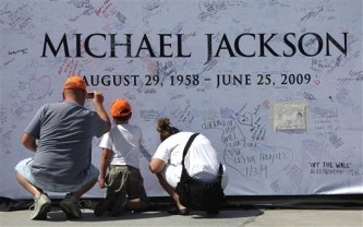 michael-jackson-memorial-wall-333x208.jpg