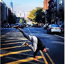 Kumarila est un studio unique dédié au Yoga, Pilates et au bien-être. Un concept de cours unique dédié à l'âme et au corps . Du yin yoga à la pratique sportive du Yoga, la variété des cours vous permettra de trouver votre bonheur dans votre pratique.