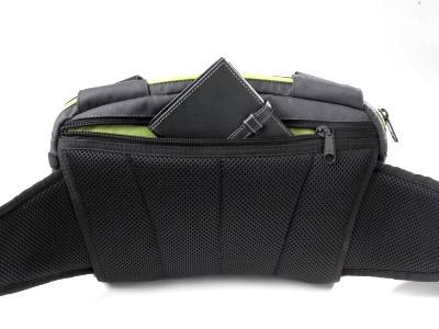 Intégration d'une poche sécurisée pour les objets de valeur. Intérieur des poches lumineux pour en distinguer plus facilement le contenu.