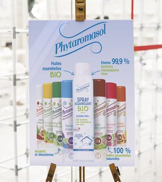 Création d'affiches pour les vitrines pour présenter les produits aux clients avant qu'ils ne les croisent en linéaire.