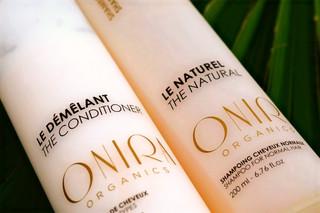 Briefs : Création des packagings (shampooings, huiles, masques, sérum) et divers supports pour la marque ONIRA ORGANICS, marque de produits de soins naturels pour le corps et les cheveux fondée par Jessica Lemarie-Pires.