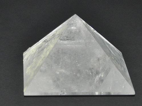 pirâmide em quartzo cristal