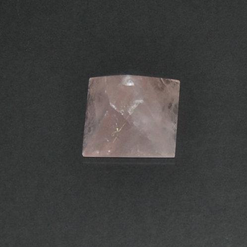 pirâmide em quartzo rosa