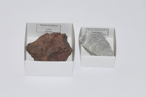 amostra de rocha, em caixa 6x6x2,5 cm