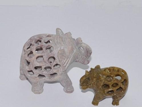 elefantes em pedra
