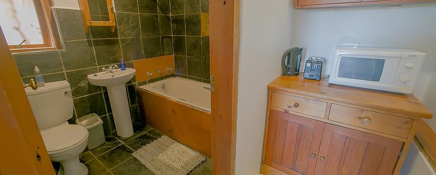 Beach room, Bath/toilet + kitchen essentials.
