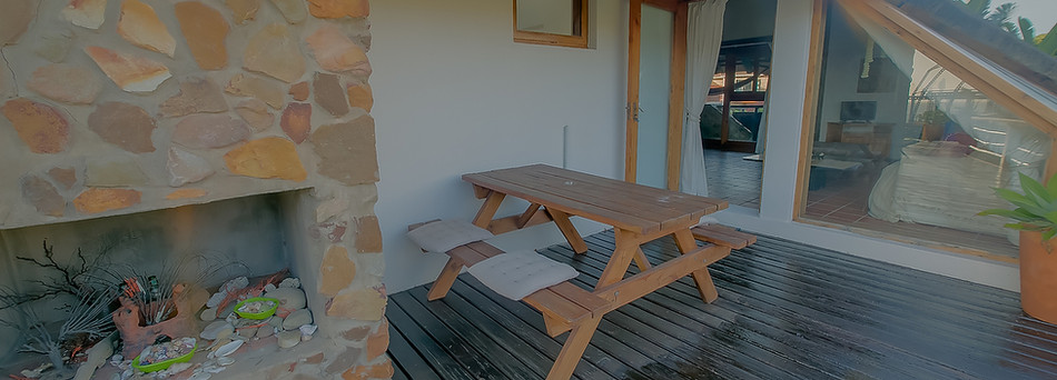 Deck Studio, Entrance/deck area.