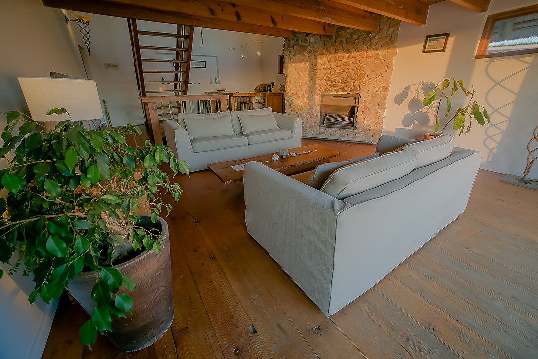 Main Beach House Lounge