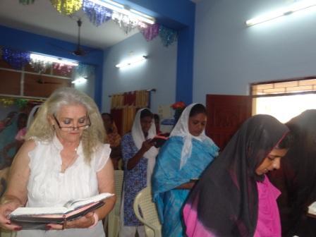 LEADING WOMANS PRAYER INDIA.JPG
