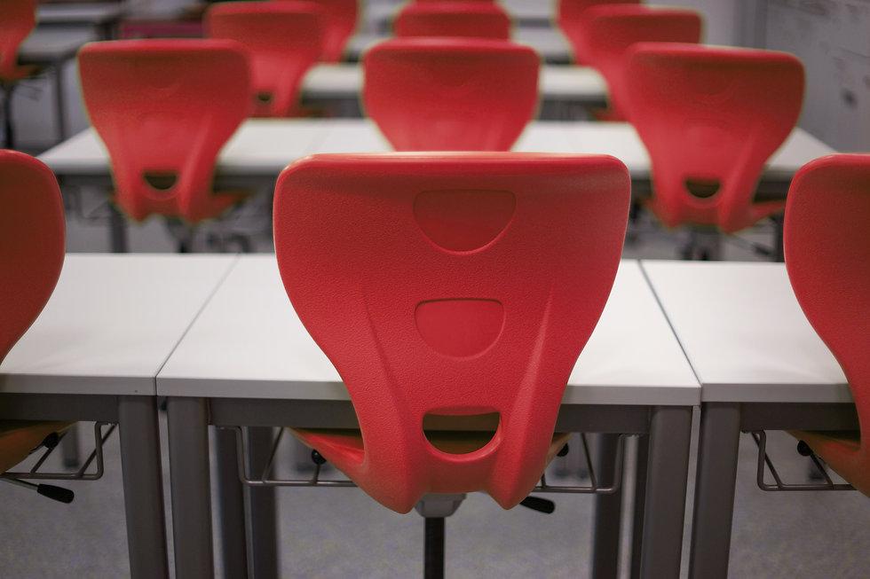 bench-chairs-class-256519.jpg