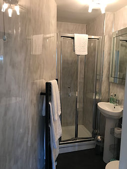 Ravenswood Guest House shower room three