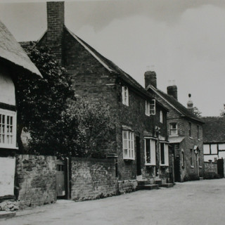 Manor Lane Post Box Cottage.JPG