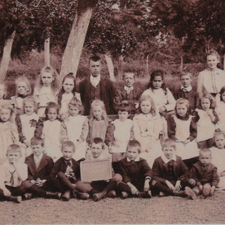 School 1910.JPG