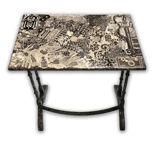Table Black &  White Entertainment