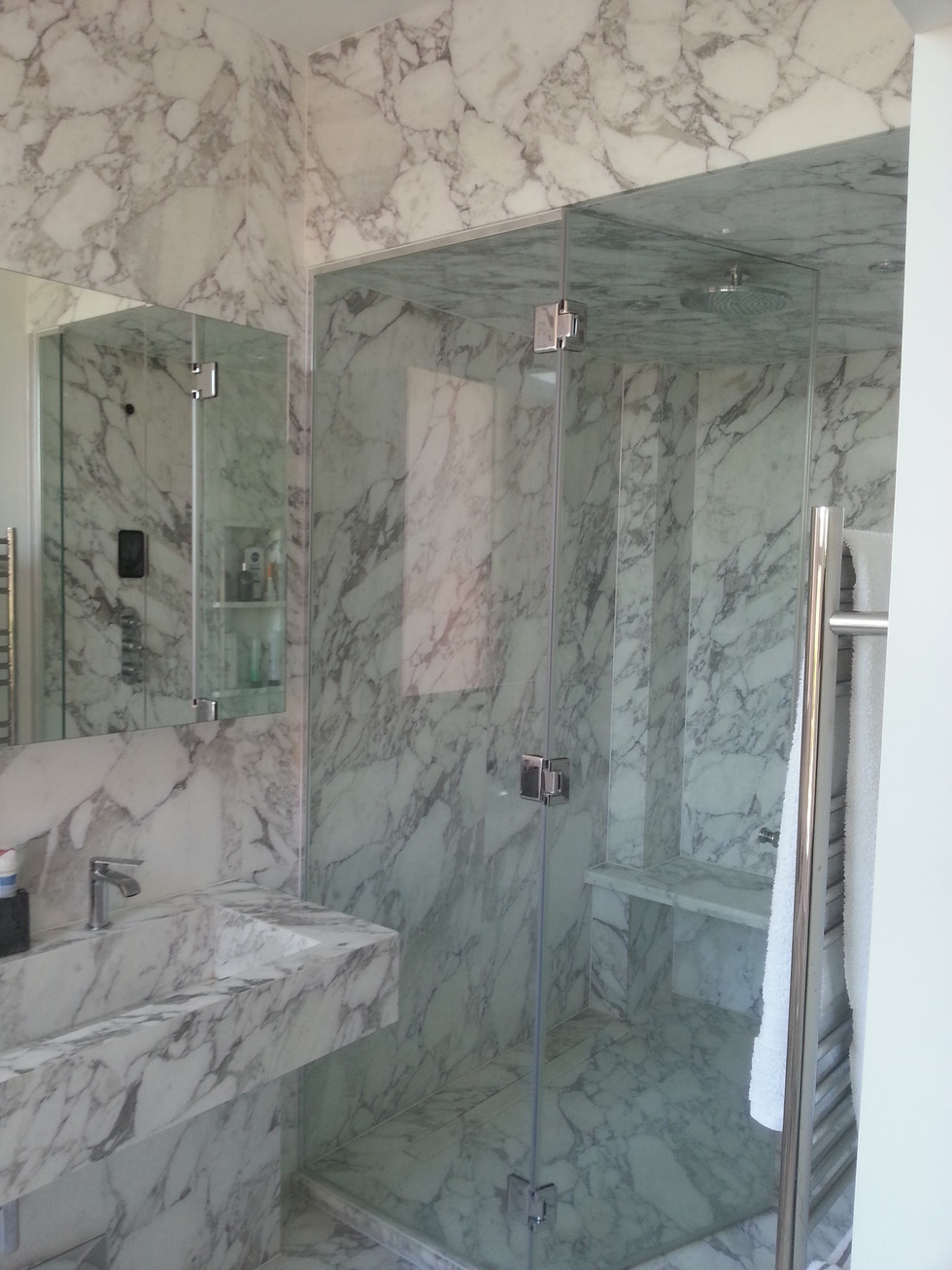 Marble-Stained Steamroom