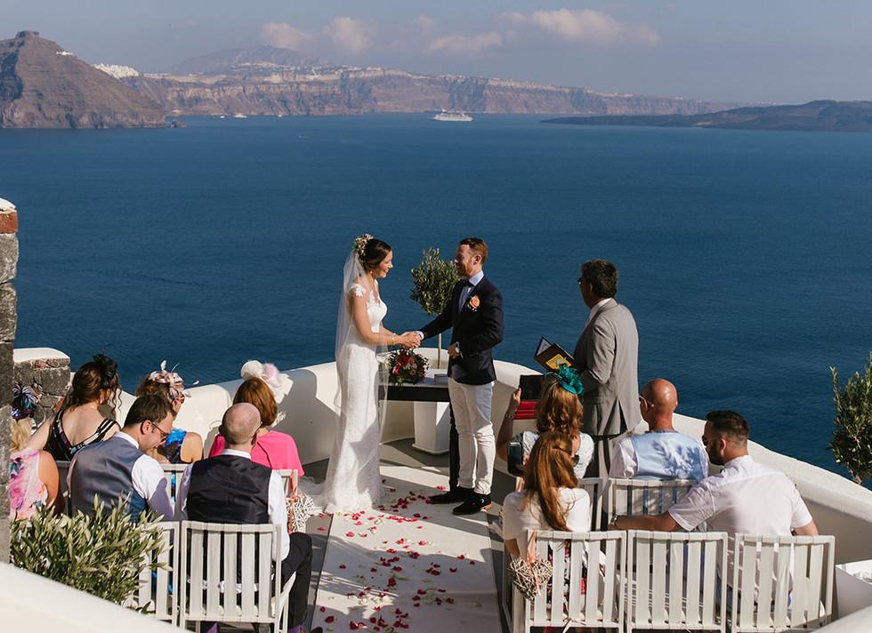Canaves_oia_panorama_balcony_santorini_wedding_venues.jpg
