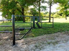 R gate.jpg