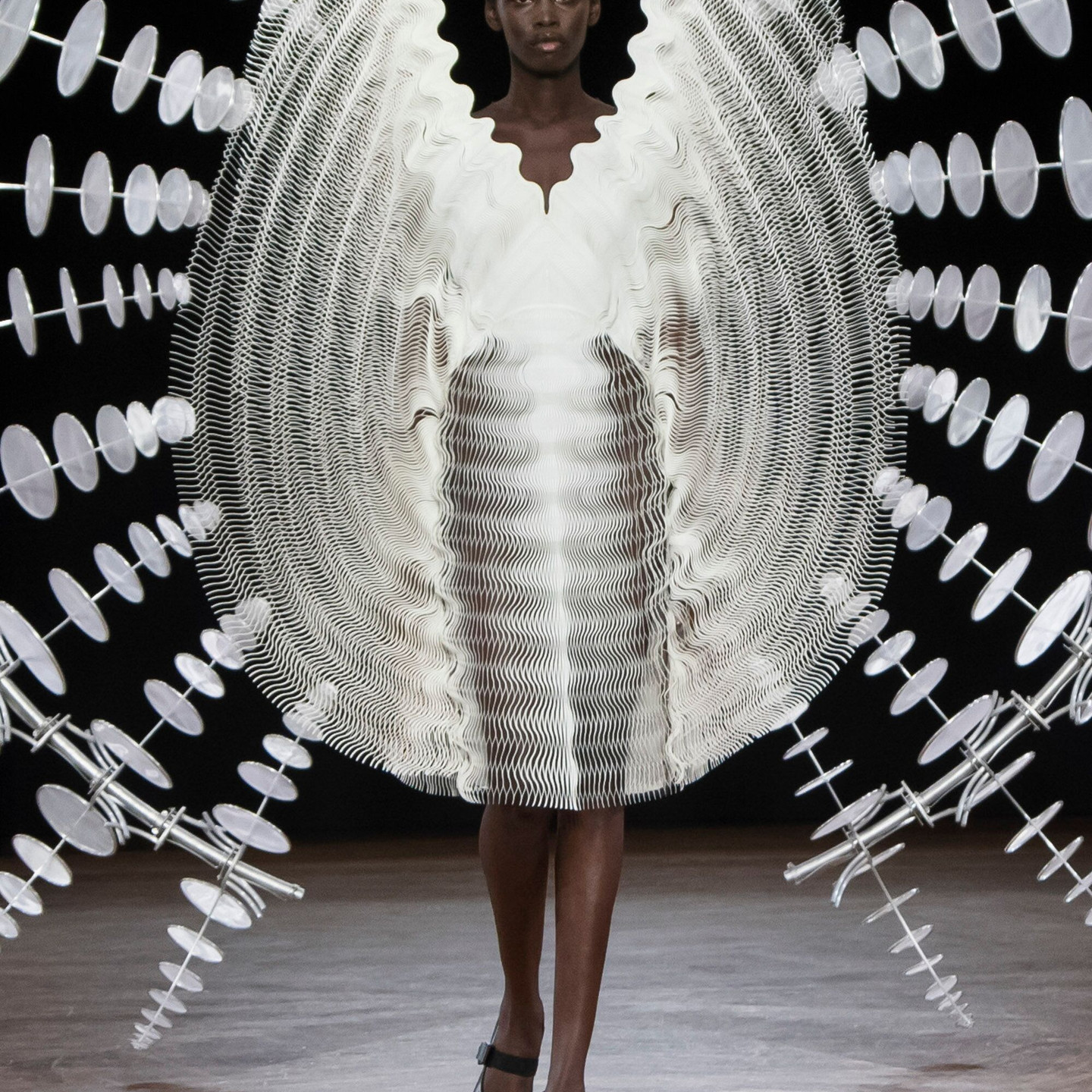 Iris Van Herpen Autumn-Winter 19/20 Collection « Hypnosis »